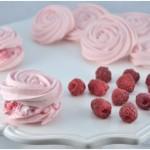 Meringhe rosa con crema ai lamponi